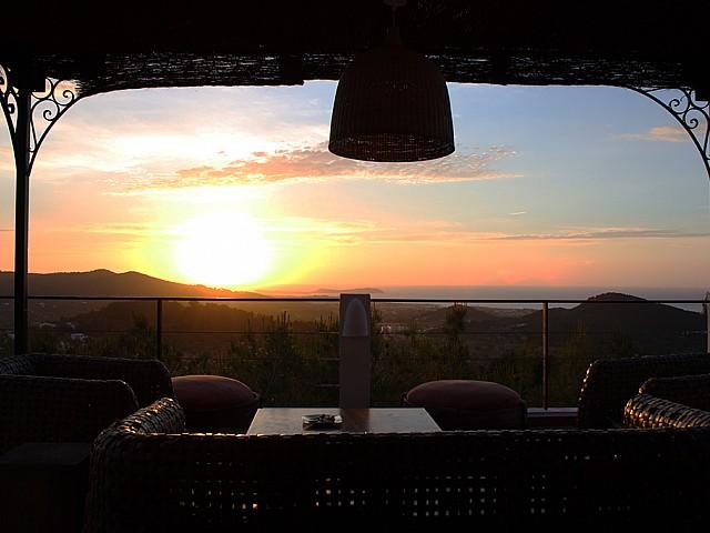 Terrasse bei Sonnen Untergang