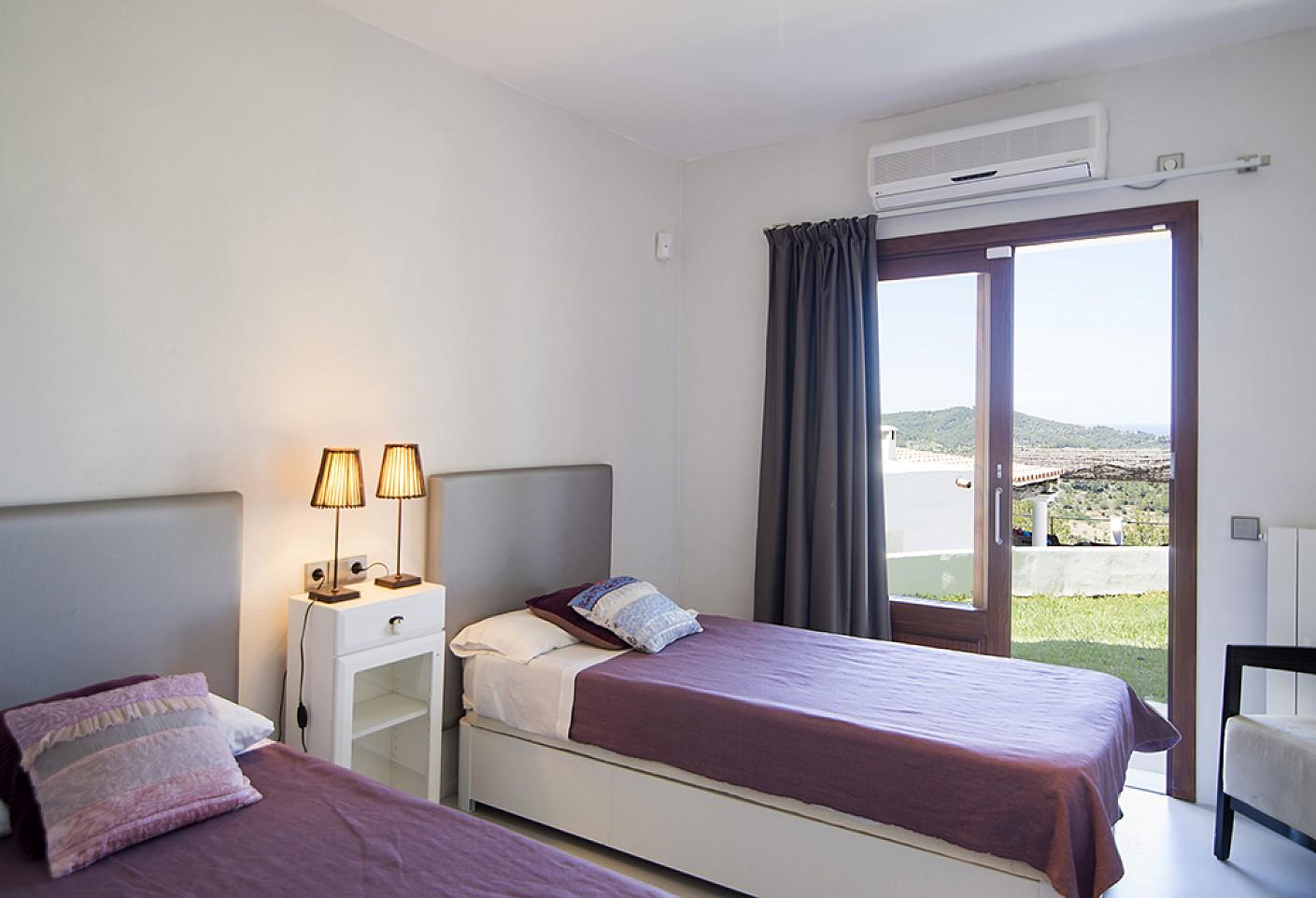 Dormitori doble  d'una vila d'estil eivissenc en lloguer a Sant Agustí, Eivissa