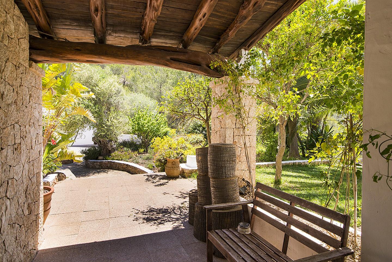 Patio de preciosa villa en alquiler en San Agustin, Ibiza