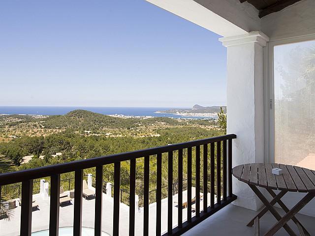 Balcón de preciosa villa en alquiler en San Agustin, Ibiza