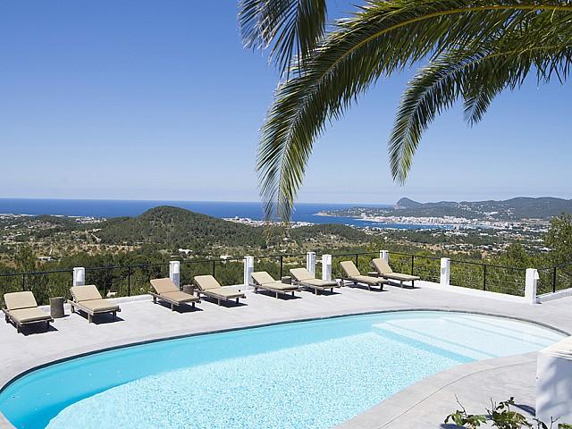 Piscina propia de preciosa villa en alquiler en San Agustin, Ibiza