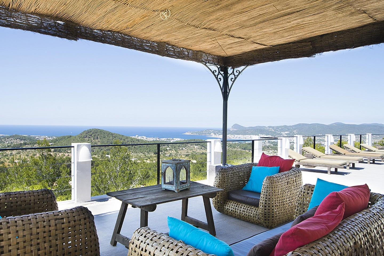 Porxo  d'una vila d'estil eivissenc en lloguer a Sant Agustí, Eivissa