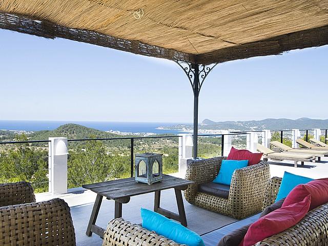 Terraza de preciosa villa en alquiler en San Agustin, Ibiza