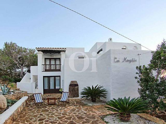 Vila d'estil eivissenc en venda a Punta Galera, Eivissa