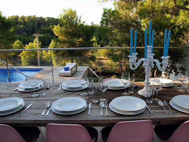 Comedor de verano de exclusiva villa con fantasticas vistas en alquiler, Ibiza