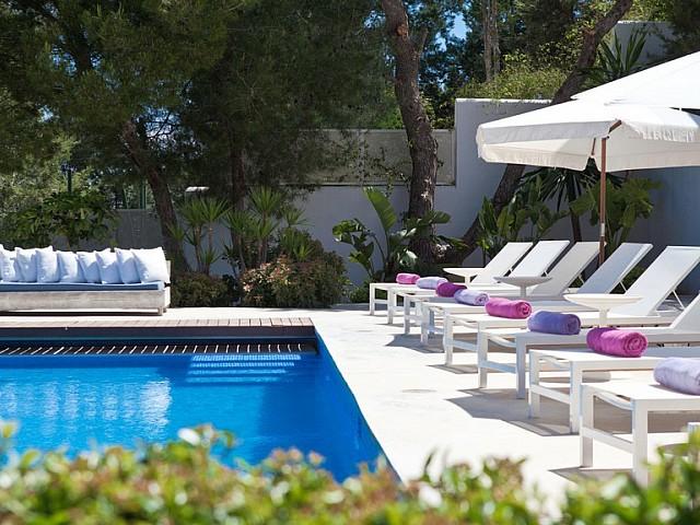 Piscina propia de exclusiva villa con fantasticas vistas en alquiler, Ibiza