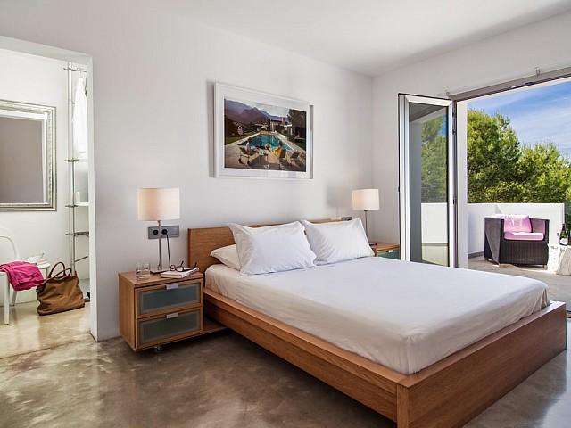 Habitación de matrimonio de exclusiva villa con fantasticas vistas en alquiler, Ibiza