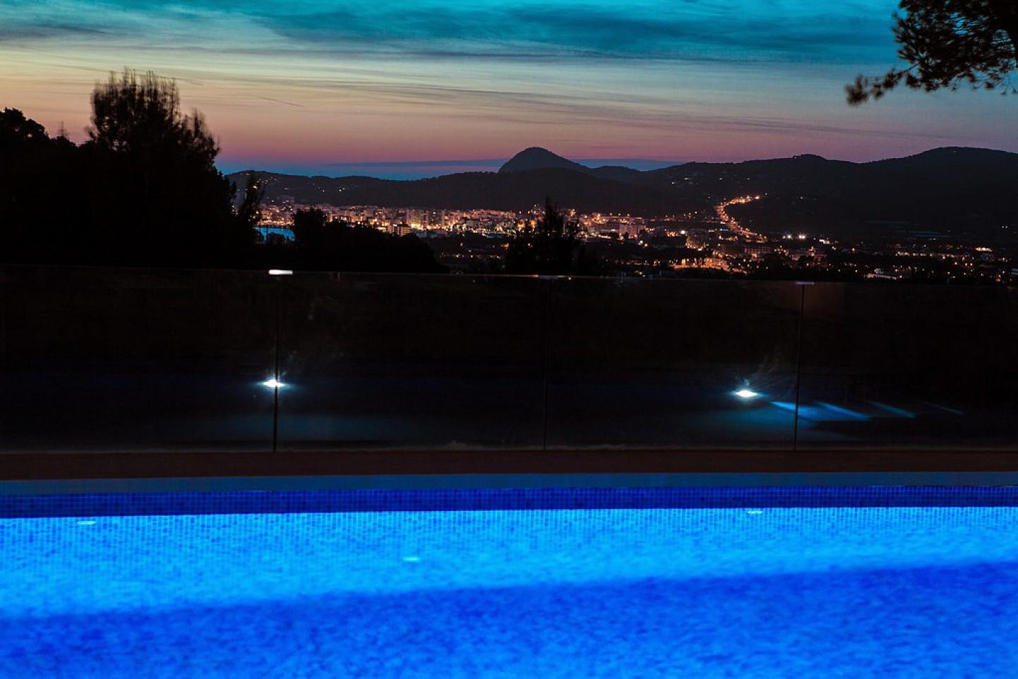 Vistas al mar de exclusiva villa con fantasticas vistas en alquiler, Ibiza