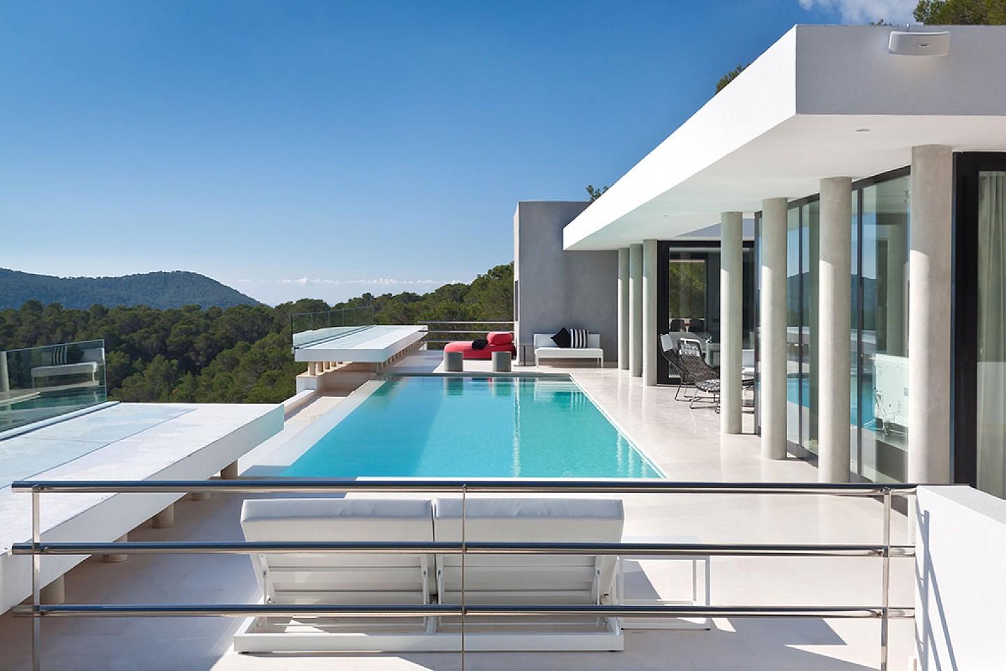 Vistas de lujosa villa con maravillosas vistas en alquiler en Ibiza