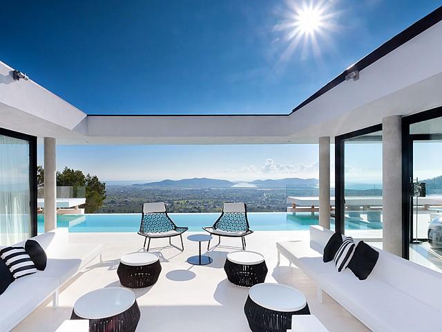 Lujosa y sofisticada villa en alquiler en Ibiza
