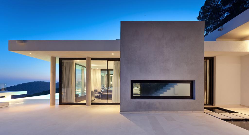 Fachada de lujosa villa con maravillosas vistas en alquiler en Ibiza