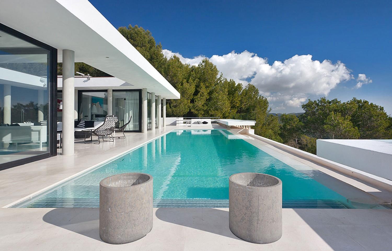 Piscina propia de lujosa villa con maravillosas vistas en alquiler en Ibiza