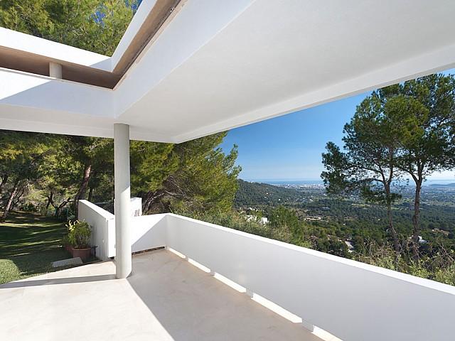 Terrasse und Zugang zur Parzelle