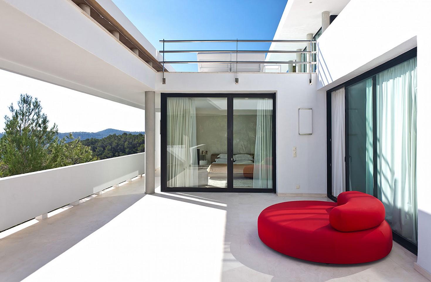 Terraza de lujosa villa con maravillosas vistas en alquiler en Ibiza