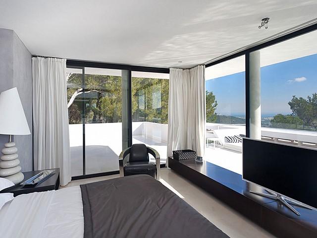 Спальня роскошной виллы на Ибице