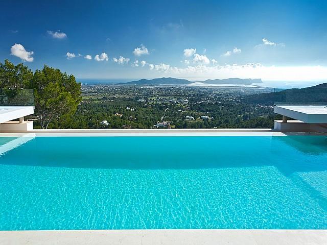 Pool und atemberaubende Aussicht
