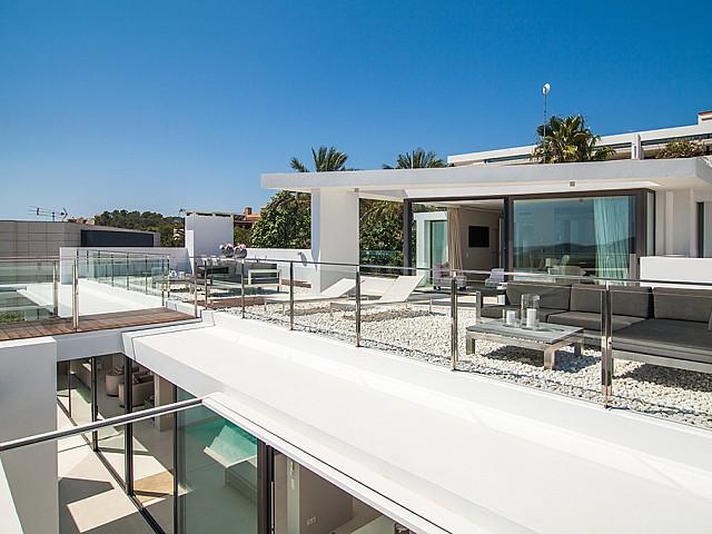 Exteriores con vistas de una Impresionante villa de lujo en alquiler en Es Cubells, Ibiza
