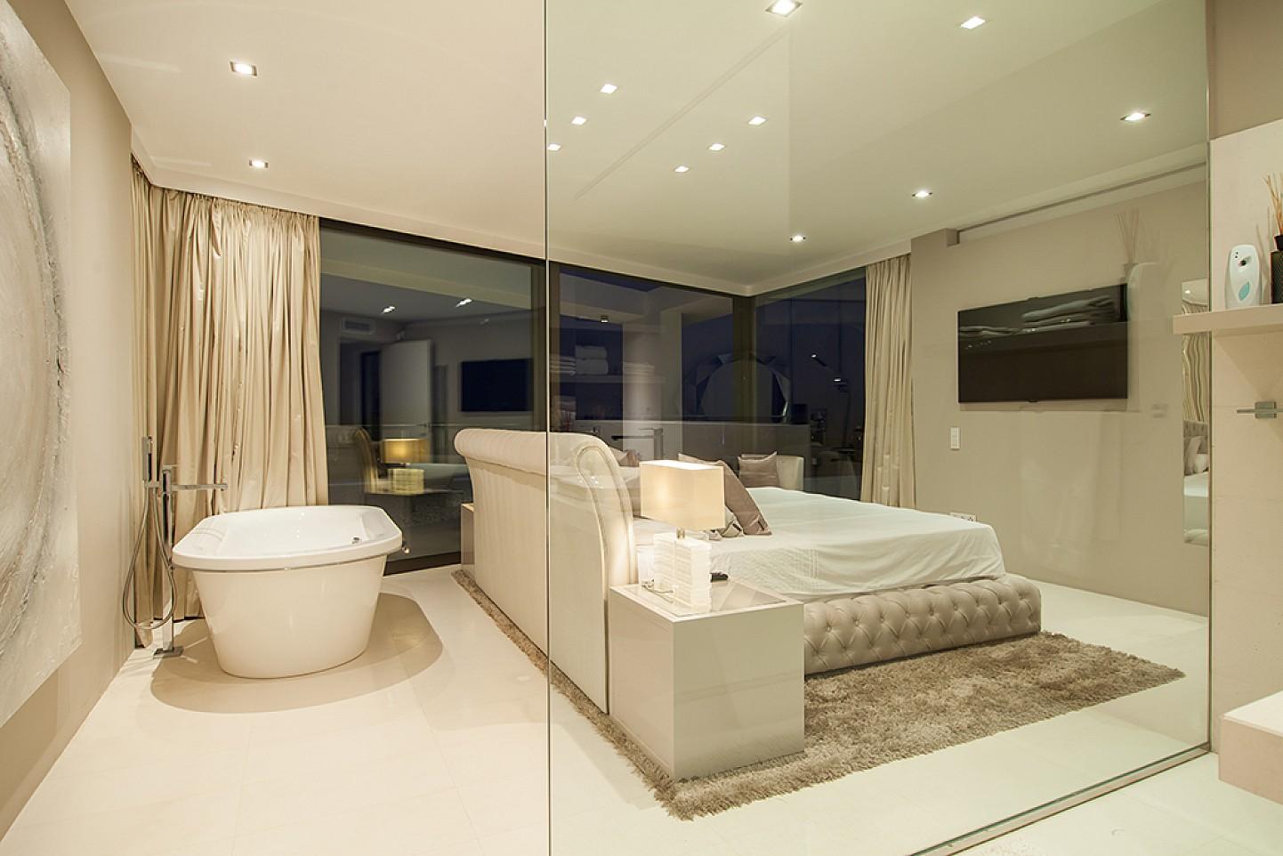 Schlafzimmer mit jacuzzi