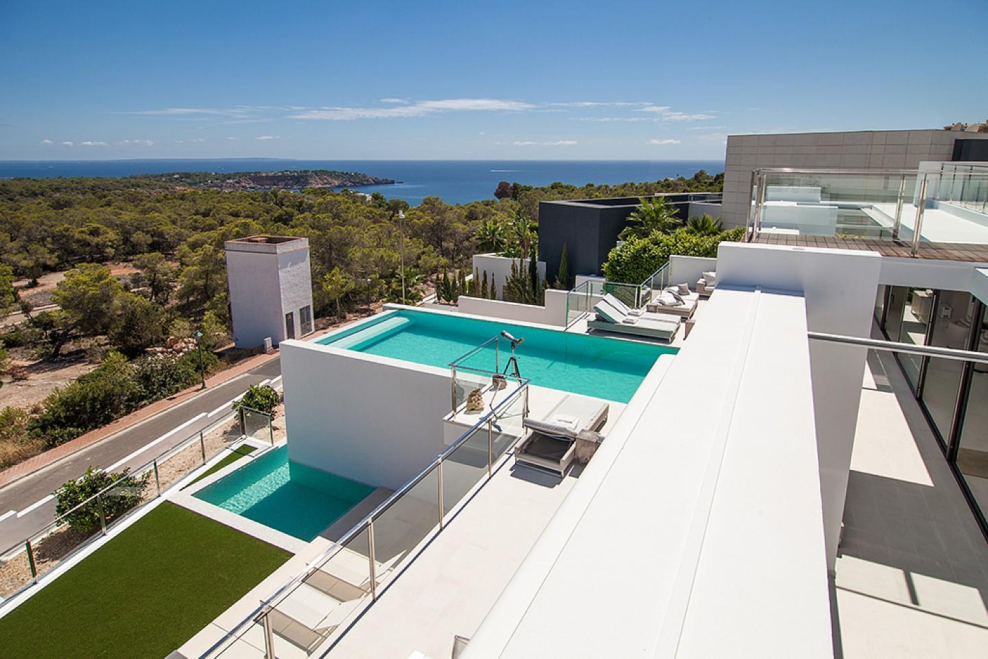 Vistes d'una impressionant vila de luxe en lloguer a Es Cubells, Eivissa