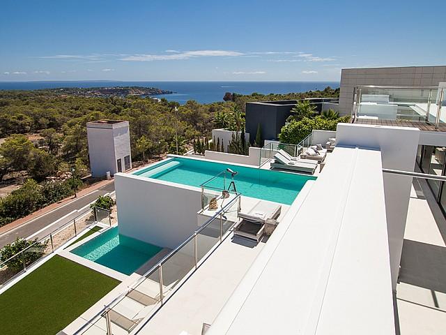 Vistas de una impresionante villa de lujo en alquiler en Es Cubells, Ibiza