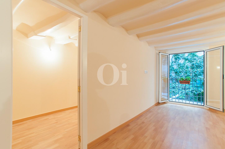 vista de estancias luminosas en apartamento en venta renovado en el Raval
