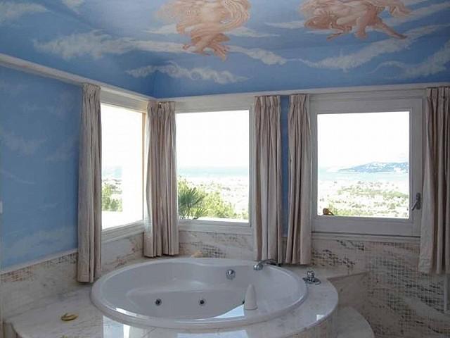 Baño con bañera de impresionante finca en venta en San Agustín, Ibiza