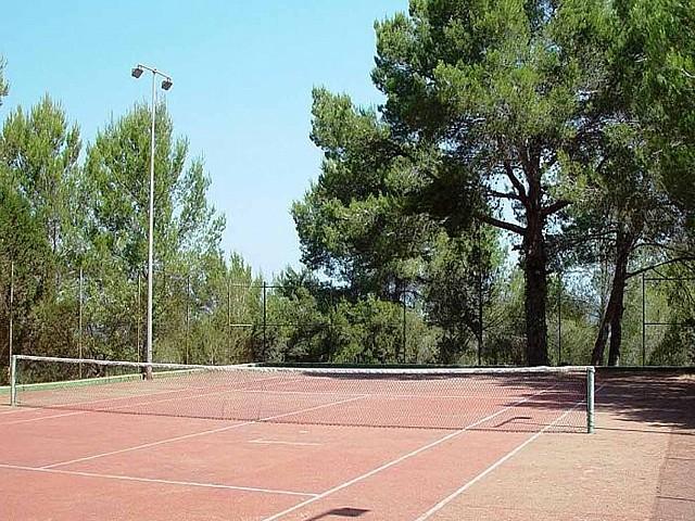 Pista de tenis de impresionante finca en venta en San Agustín, Ibiza