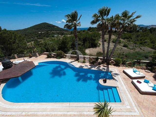 Elegante y exclusiva villa en venta en Ibiza