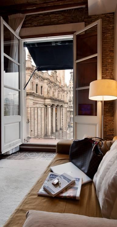 Балкон квартиры в аренду в Готическом квартале