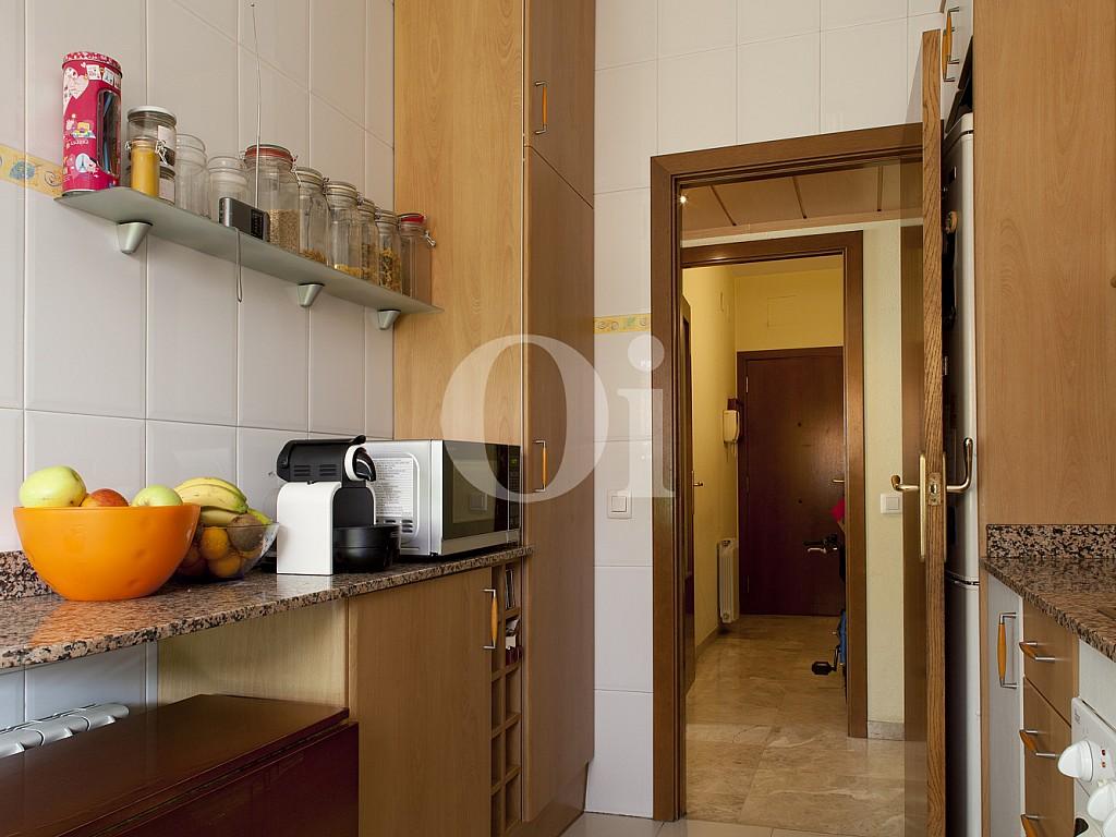 Отдельная оборудованная кухня квартиры на продажу в Побленоу