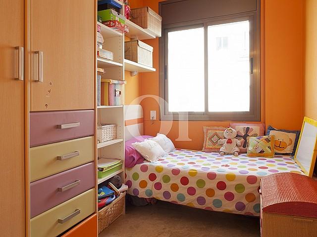 Уютная спальня квартиры на продажу в Побленоу