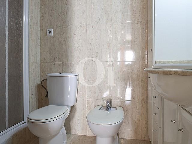 Bathroom in flat for sale in Poblenou, Barcelona