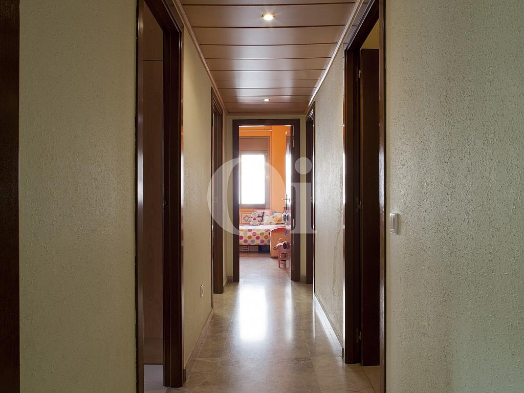 Широкий коридор квартиры на продажу в Побленоу