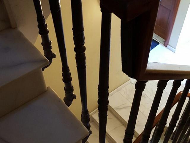 Escaleras de edificio rehabilitado en venta en Ciutat Vella, Barcelona