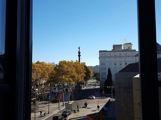 Вид из окон здания на продажу в Готическом квартале