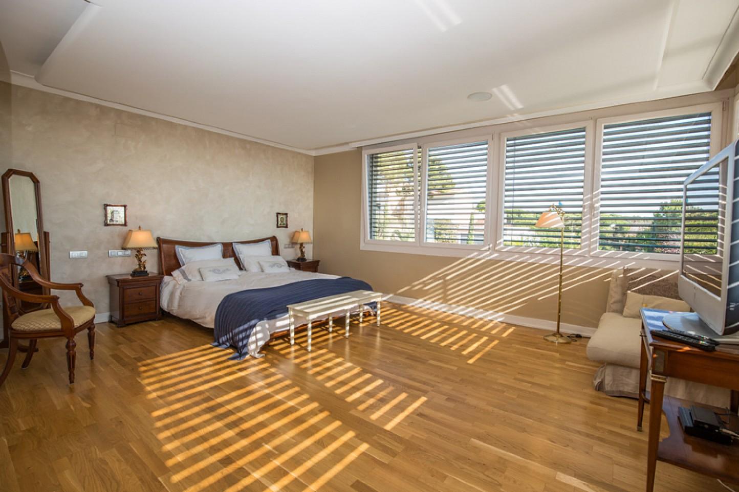 habitacion doble con baño en suite en casa de lujo en venta en Lloret de Mar en La Costa Brava