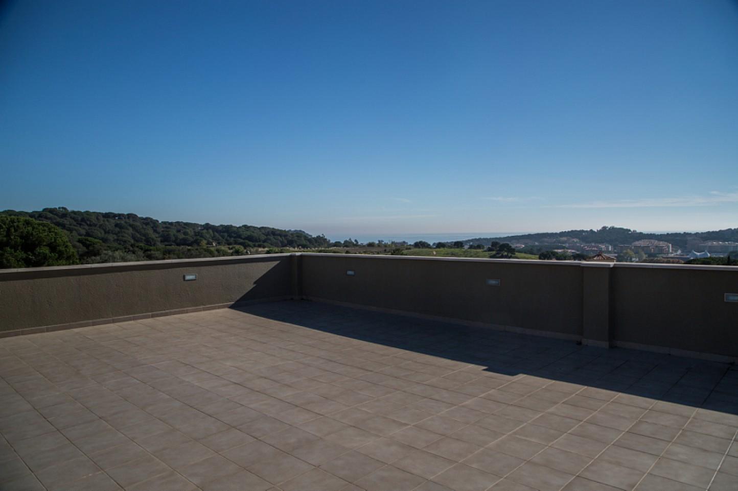 vista de panorámica desde terraza con vistas al mar en cas de lujo en venta en Lloret de Mar en la Costa Brava