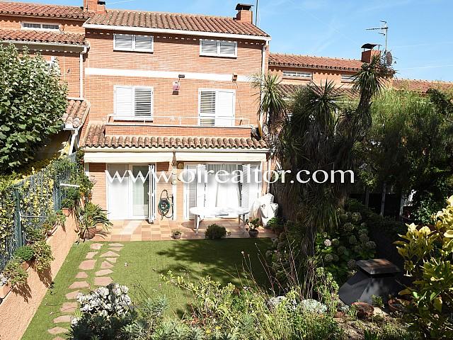 Casa adossada en venda a Alella centre de 220 M2