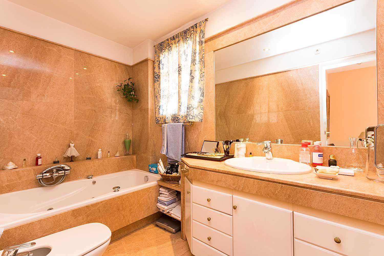Baño con bañera de ático en venta en Roger de Lluria, Barcelona
