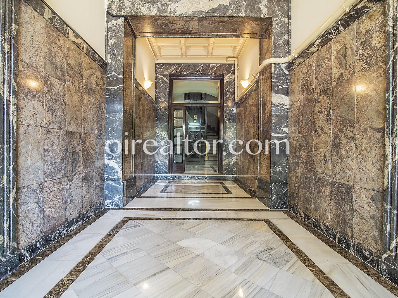 Большая квартира площадью 140 м² в 3 кварталах от символического храма Святого Семейства.
