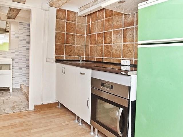 Cocina de apartamento en alquiler en Raval