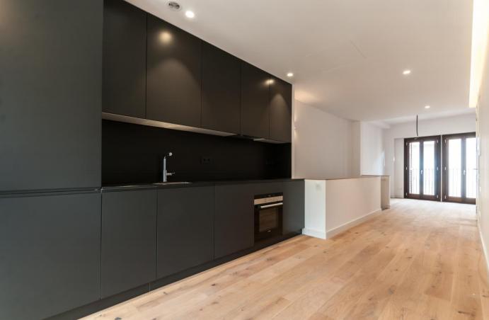 Продается квартира новой постройки в Барселоне.