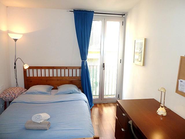 Просторная спальня квартиры в аренду в Готическом квартале