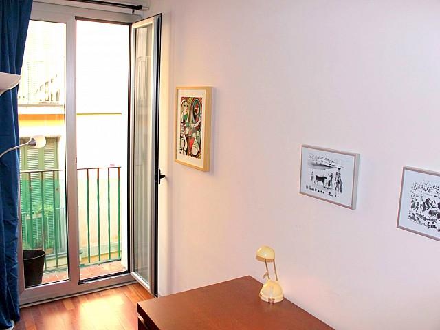 Vistas interiores de precioso apartamento en alquiler en Barcelona