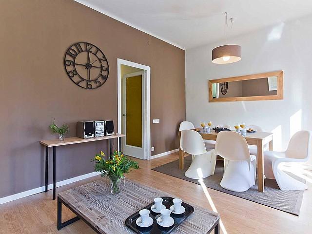 Grande et accueillante salle à manger dans appartement luxueux en vente à Barcelone
