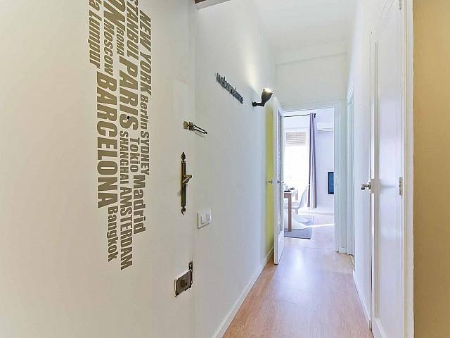 Vista de pasillo de precioso piso en alquiler en Av. Paral·lel
