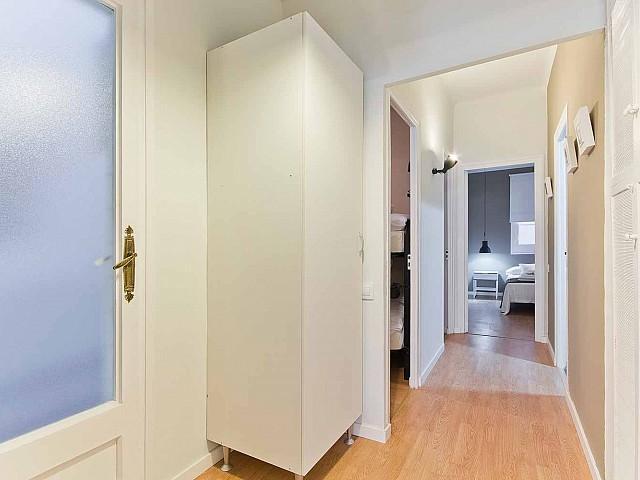 Grande entrée acueillante dans appartement luxueux pour séjour à Barcelone