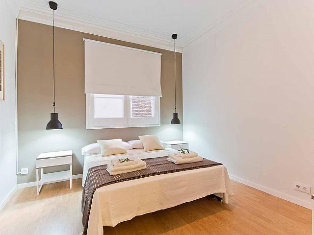 Вид спальни в прекрасной квартире в аренду в Барселоне