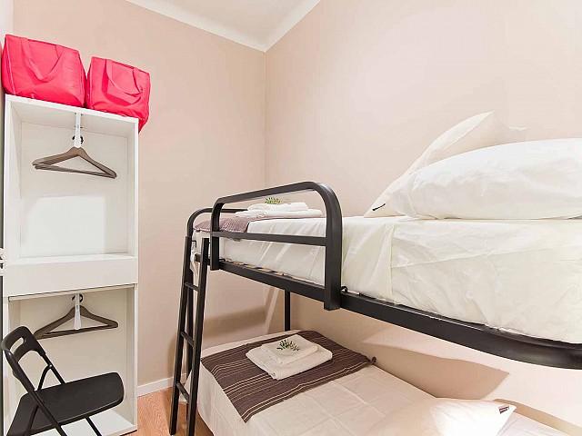 Chambre avec lits superposés dans appartement luxueux pour séjour à Barcelone