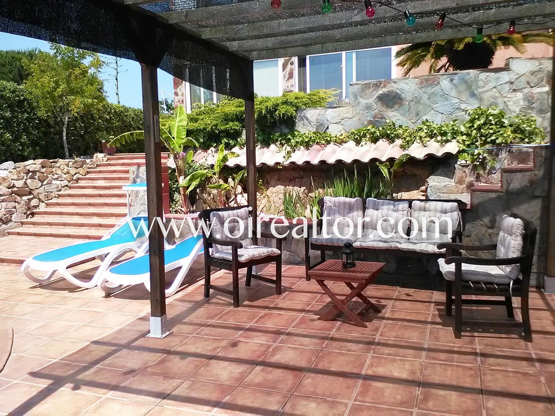 Прекрасный дом на продажу с бассейном